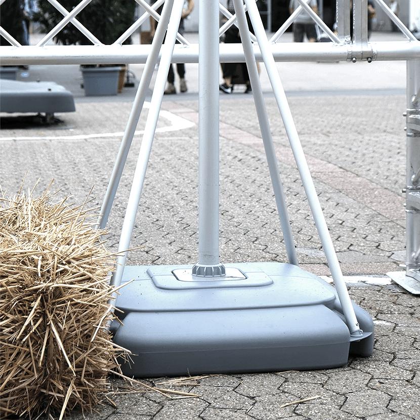 Mobiler Fahnenmast im Freien